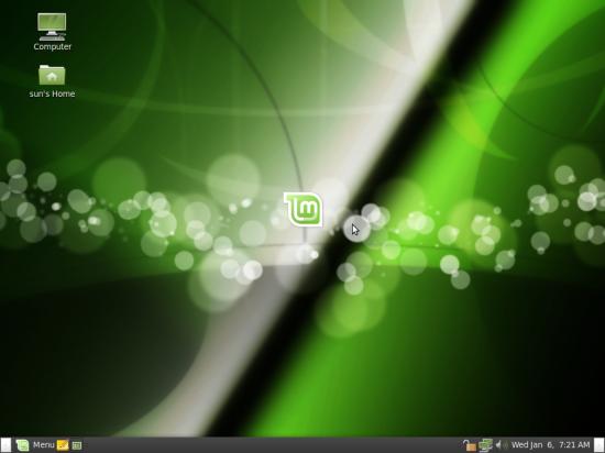 Linux Mint 8 desktop default